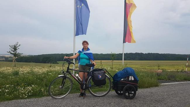 Eva Gerber has cycled 1000 miles from her home in Bavaria to Scotland
