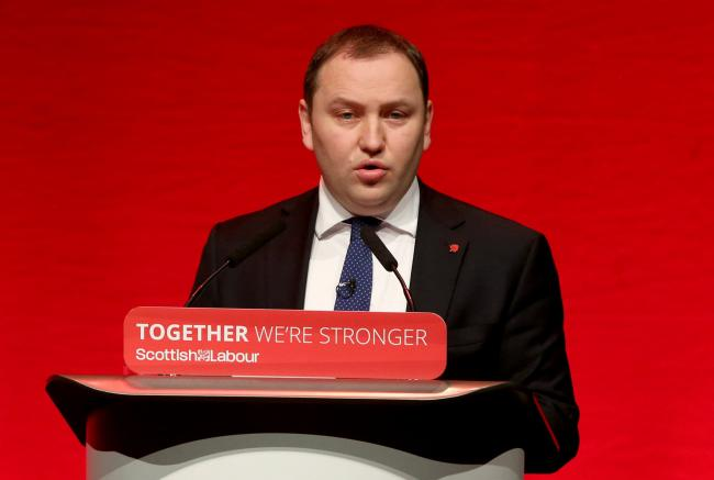 Labour's Ian Murray could put his skills to better use by backing independence